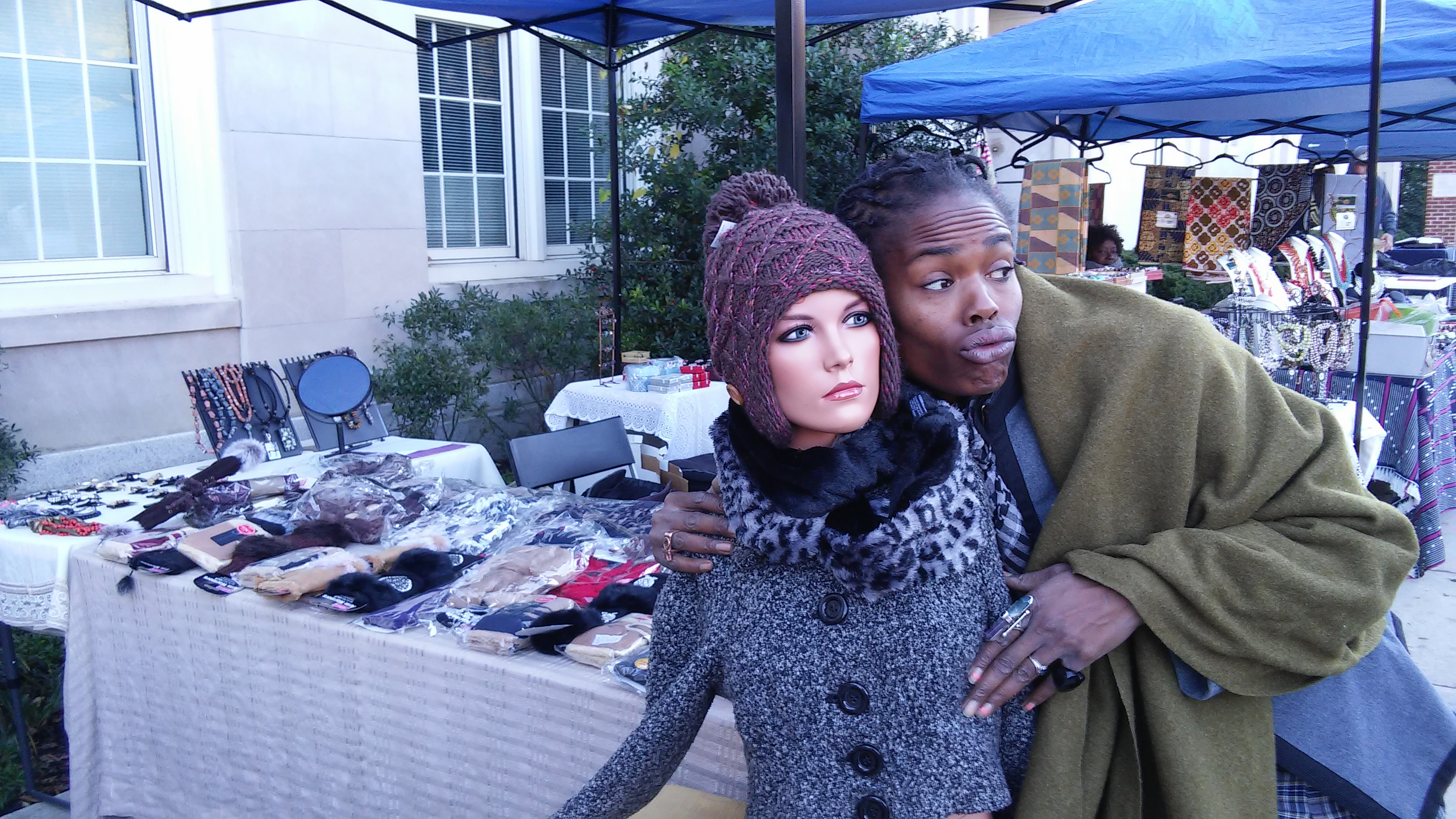 Georgetown Market November 2015 - Customer Poses with Mannequin Victoria