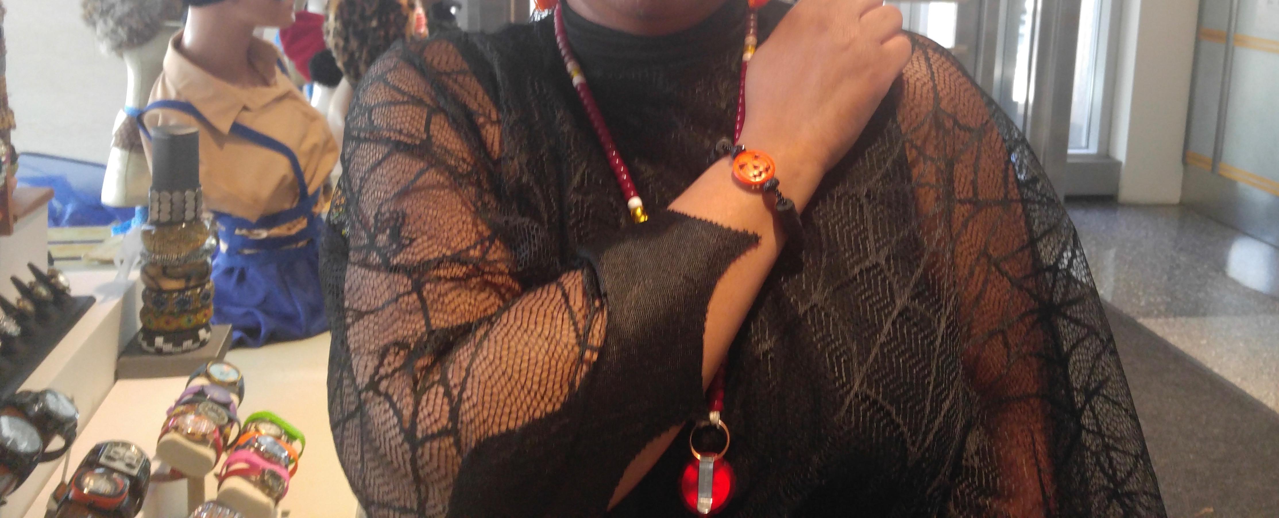 Customer wears Nikus Halloween Bracelet @ NASA 2016
